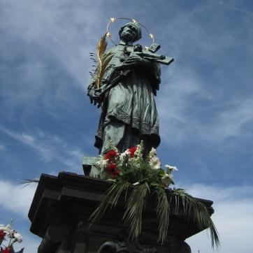 Statue above the rubbing.