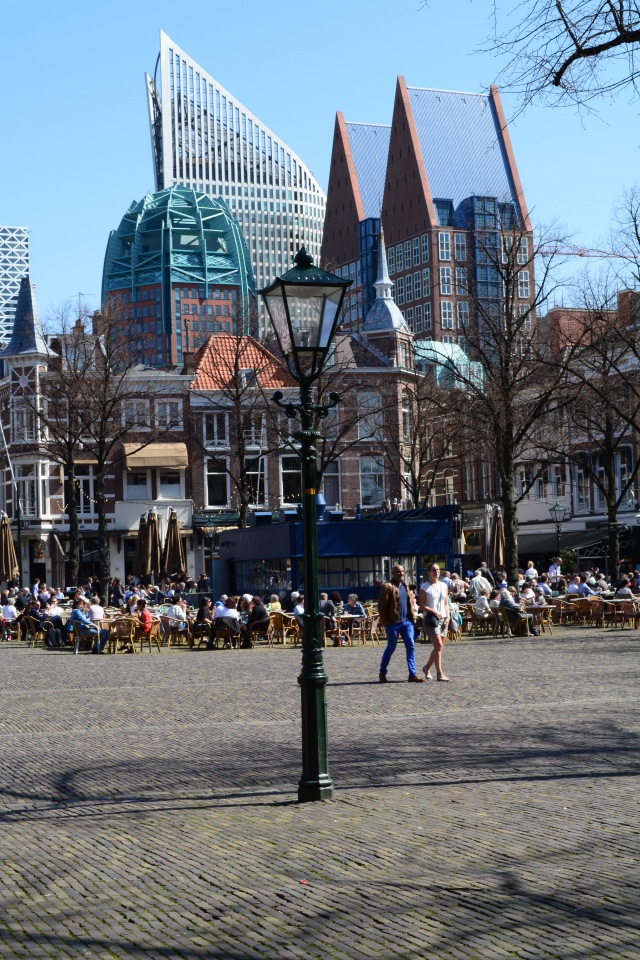 The noteworthy contrast of old and new architecture in Den Haag.