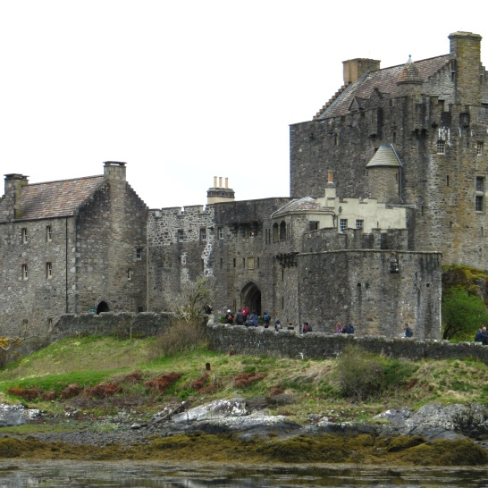An hour and ten minutes after snowy mountains we make a pit stop at Eilean Donan Castle.